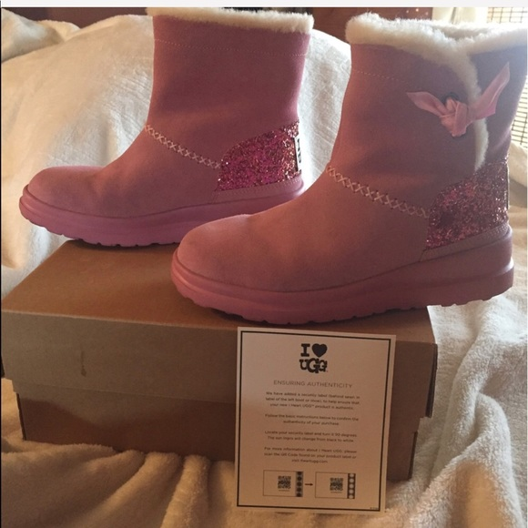 d5331201ce1 pink UGG australia custom made boots. never worn. NWT